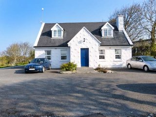 BRANDY HARBOUR GROUND FLOOR COTTAGE, open plan, lovely walks, nr Ballinderreen - Ballinderreen vacation rentals