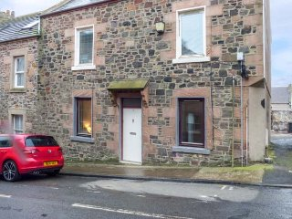 DRIFTERS ground floor apartment, very well-appointed, garden, parking, in - Eyemouth vacation rentals