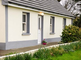 JACK'S COTTAGE, all ground floor, two woodburners, private enclosed garden - Killorglin vacation rentals