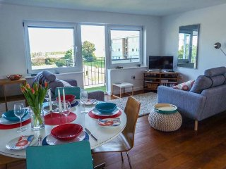 SANDETTIE VIEW, sea views, well-presented, balcony, in Walmer, Ref 955905 - Walmer vacation rentals