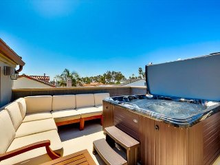 15% OFF JUNE 9-13 - Large Roof Top Deck W/ Private Jacuzzi and AC! - Corona del Mar vacation rentals