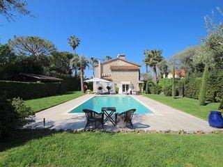Cap d'Antibes, wonderful 4 bedroom villa, large pool, flat garden, 100 m beach - Juan-les-Pins vacation rentals