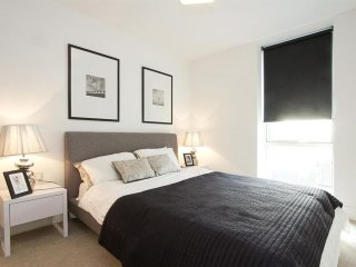 Stunning 2 bed 2 bath in Central London - close to Regents Park - London vacation rentals