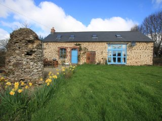 Pretty converted 18th Century barn in a rural setting - Lonlay-l'Abbaye vacation rentals