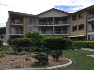 Very Spacious Unit - 4/5 Wattle Ave - Bribie Island vacation rentals