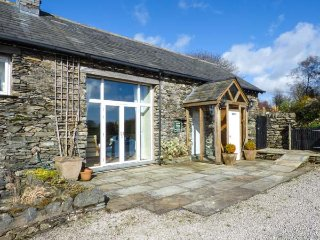 PHEASANT COTTAGE, feature beams, private patio area, walks from the door - Cartmel vacation rentals