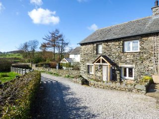 KESTREL COTTAGE, electric fire, shared gardens, walks from the door, Cartmel - Cartmel vacation rentals