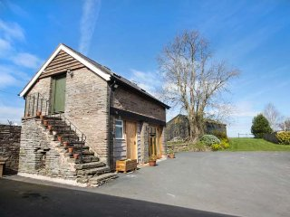 THE GRANARY, shared use of owner's swimming pool, open plan, spiral staircase - Michaelchurch Escley vacation rentals