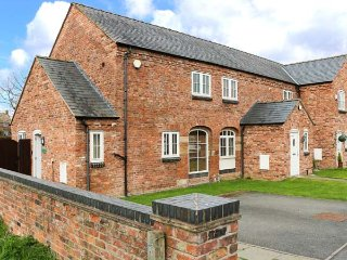 CASTLE VIEW COTTAGE, barn conversion, dogs welcome, WiFi, lawned garden - Broughton vacation rentals