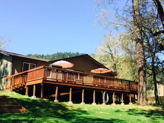 Peaceful Rogue Riverfront Home on 3 Acres! - Grants Pass vacation rentals