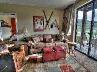 Lovely Condo Minutes from Deer Valley Gondola - 3 Hot Tubs!  2 Full Baths - Pvt - Park City vacation rentals