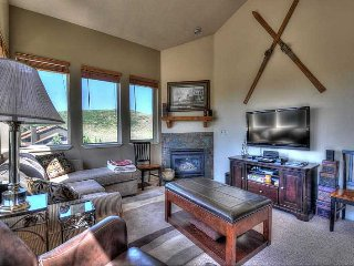 Perfect Location! --Top Floor, Corner Condo--Walk to Shopping - Close to Ski - Park City vacation rentals