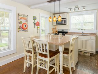 Beach Grass - A cozy cottage on tree lined street - South Haven vacation rentals