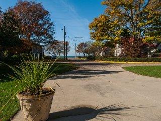 Gallivanting. Lake Michigan Views. Steps to South Beach. - South Haven vacation rentals