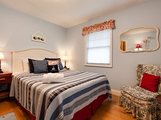 Eaton Park House - Beautiful dog friendly vacation home - South Haven vacation rentals