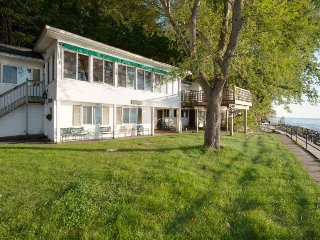 Vashmar. Lots of windows and sunshine looking over Lake Michigan - Covert vacation rentals