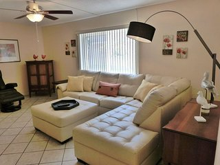 Seafarer | Cozy condo super close to beach - Saint Pete Beach vacation rentals