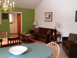 Stowe Village Condo - Bring the kids to this cozy 1BR in Downtown Stowe! - Stowe vacation rentals