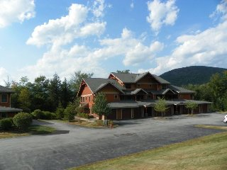 Beautiful 3 Bedroom Condo at South Peak with deck over looking river, Sleeps 10! - Lincoln vacation rentals