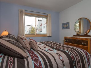 Snowdance Condominiums B102 - Walk to slopes, updated bathrooms and kitchen - Keystone vacation rentals