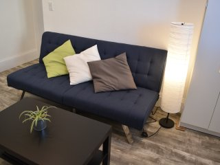 Comfy entire 2 Bedroom Apt , 5 mins walk to Train, 25 mins drive to downtown SF - Alameda vacation rentals