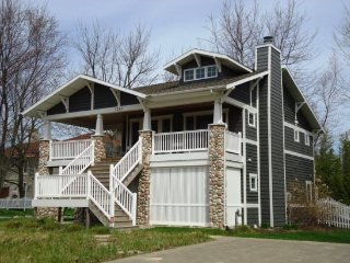 Gorgeous House with Deck and A/C - Glenn vacation rentals