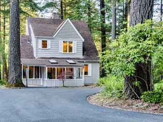McKenzie river house is the perfect Oregon forest sanctuary. - McKenzie Bridge vacation rentals