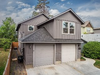 Centrally Located! First Floor Heyburn 3, 3BR, 2BA, Pet Friendly, Quiet and - Bend vacation rentals