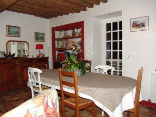 Maison et table d'hôte Nièvre Bourgogne - Saint-Pereuse vacation rentals