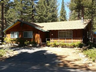 941B-Great cabin in area of original Tahoe cabins, gas fireplace and hot tub - South Lake Tahoe vacation rentals