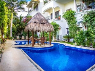 Beautiful 1 Bedroom Property with Fantastic Pool by 5th Avenue and Beaches - Riviera Maya vacation rentals