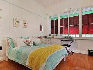Beautiful double room / own bathroom in heritage Queensland town near Brisbane - Raceview vacation rentals