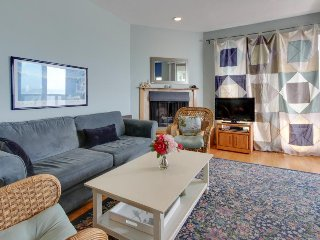 Ocean view condo w/ deck, balcony & shared pool - walk one block to the beach! - Aptos vacation rentals