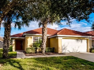 Enjoy your Orlando vacation in a affordable 4 bedroom vacation home with pool - Davenport vacation rentals