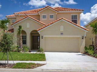 This home is the perfect getaway for your Orlando Disney vacation. Sleeps 14 - Davenport vacation rentals