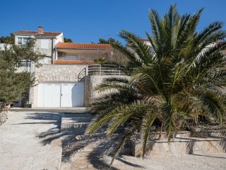3 bedroom House with Internet Access in Loviste - Loviste vacation rentals