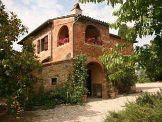 2 bedroom Villa in Cortona, Tuscany, Italy : ref 2020447 - Brolio vacation rentals