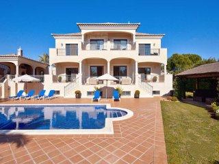 5 bedroom Villa in Quinta Do Lago, Algarve, Portugal : ref 2022237 - Almancil vacation rentals