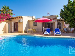 3 bedroom Villa in Calpe, Costa Blanca, Spain : ref 2031770 - La Llobella vacation rentals