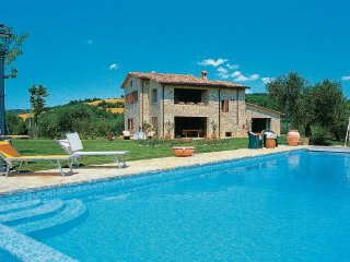 4 bedroom Villa in Collazzone, Umbria, Perugia, Italy : ref 2037900 - Collepepe vacation rentals