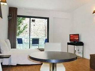 1 bedroom Villa in Beausoleil, Cote D Azur, Alps, France : ref 2041974 - Monte-Carlo vacation rentals