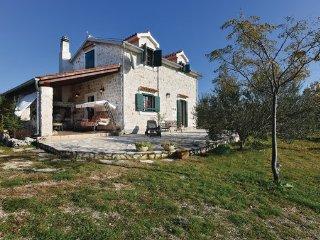 3 bedroom Villa in Sibenik, Northern Dalmatia, Croatia : ref 2045816 - Lozovac vacation rentals
