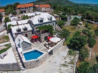 3 bedroom Villa in Brac, Central Dalmatia, Croatia : ref 2046611 - Donji Humac vacation rentals