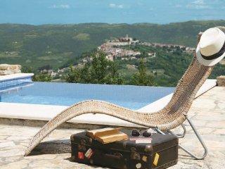 2 bedroom Villa in Motovun, Istria, Croatia : ref 2046700 - Karojba vacation rentals