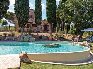 5 bedroom Villa in Torrita di Siena, Tuscany, Siena, Italy : ref 2089791 - Montefollonico vacation rentals