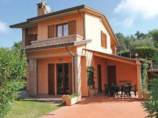 4 bedroom Villa in San Feliciano-Lago Trasimeno, Umbria, Lake Trasimeno, Italy - San Feliciano sul Trasimeno vacation rentals