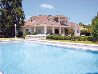 6 bedroom Villa in La Barca de la Florida, Andalucia, Spain : ref 2090921 - Paterna de Rivera vacation rentals