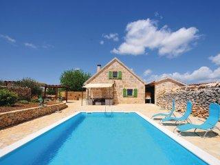3 bedroom Villa in Sibenic-Bogatic Prominski, Sibenik, Croatia : ref 2183437 - Krka National Park vacation rentals