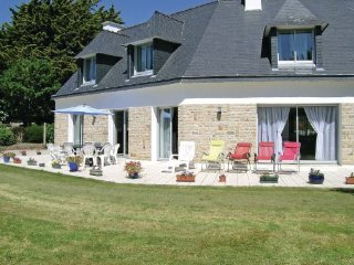 4 bedroom Villa in Fouesnant, Finistere, France : ref 2184388 - Fouesnant vacation rentals