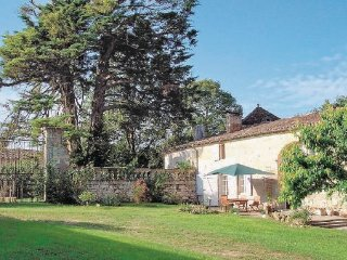 4 bedroom Villa in St Germain, Gironde, France : ref 2185343 - Saint-Germain-de-la-Riviere vacation rentals